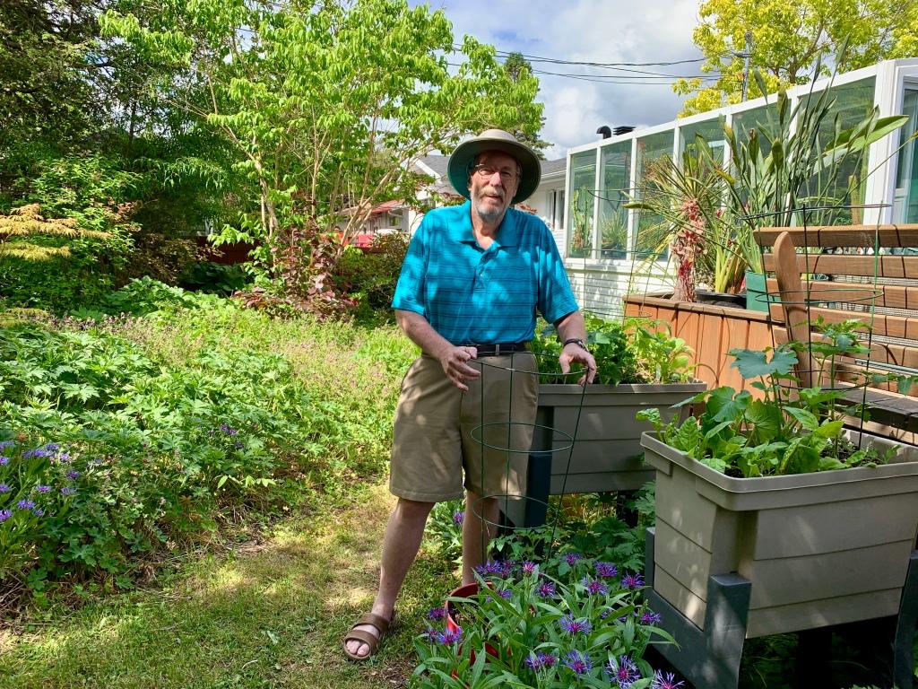 Larry Hodgson in garden