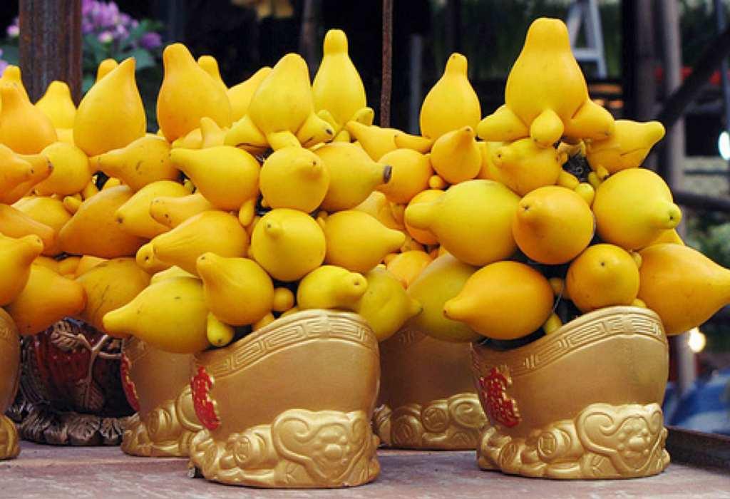 Arrangements of nipple fruit in golden baskets.