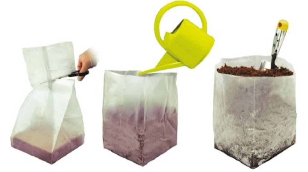 The 3 steps: open bag, pour in water and potting soil is ready for use.