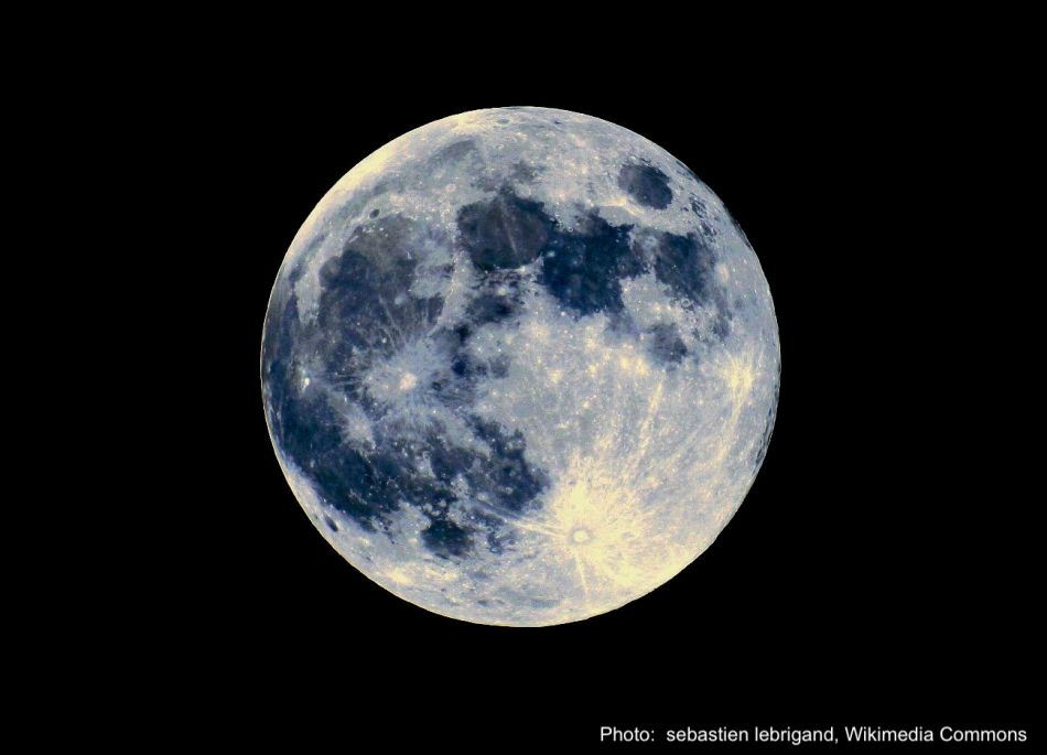 Full moon in black sky.